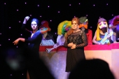 Adelle and the Muppets doing a James Bond number.