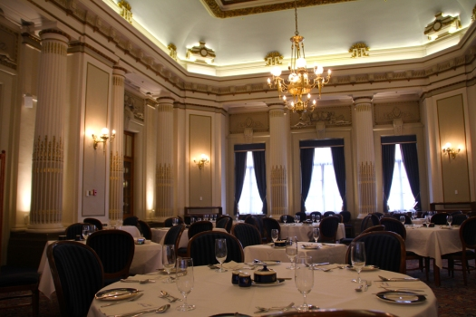 The dining room at Le Parliamentaire.