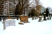 Spot the mason in the corner. Not sure how I'd feel living in an apartment block that overlooks a cemetery.