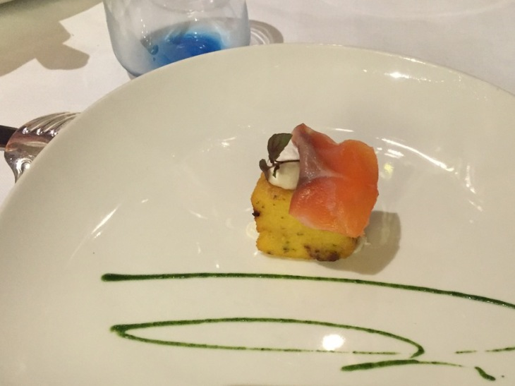 Fried polenta with salmon